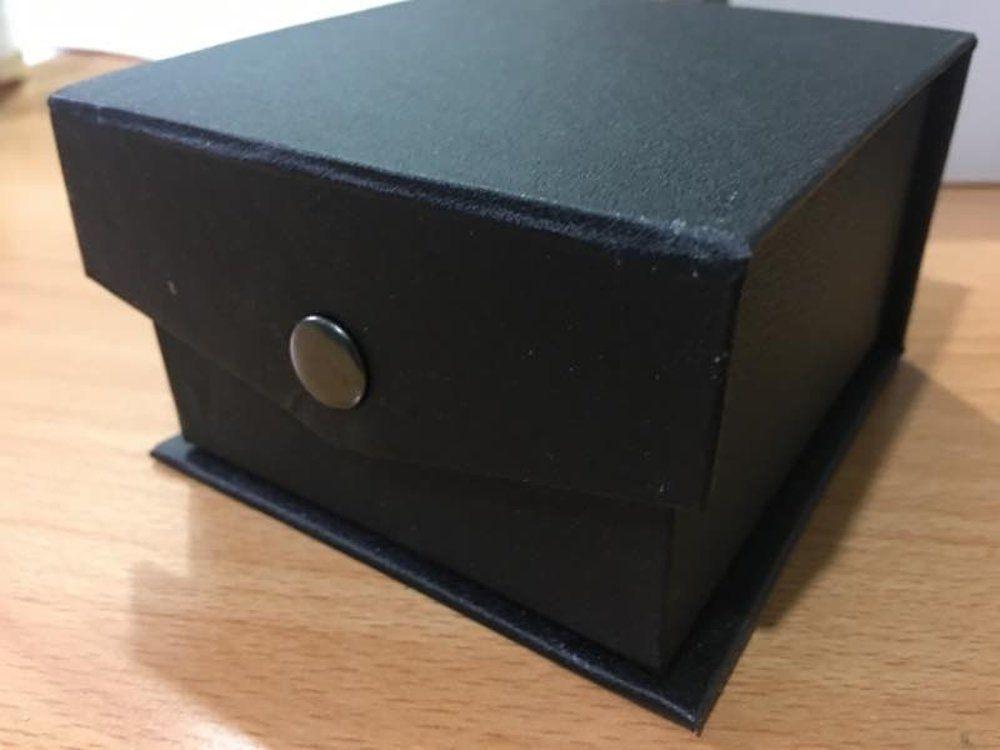 Kotak Jam tangan ini dilengkapi dengan busa bantal yang melindungi jam  tangan dari benturan. harga terjangkau . cocok untuk penyimpanan jam tangan ec2587b78c